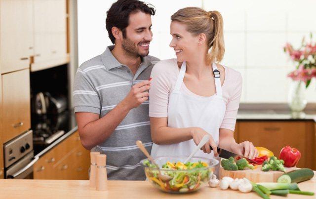 Жена с мужем любят друг друга домашнее