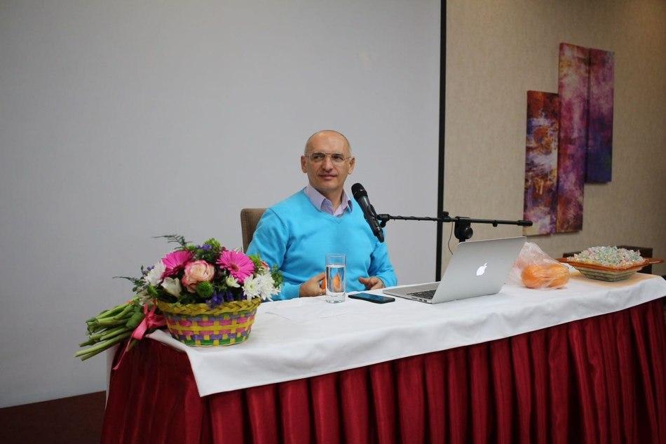 В Астане начался семинар Олега Торсунова