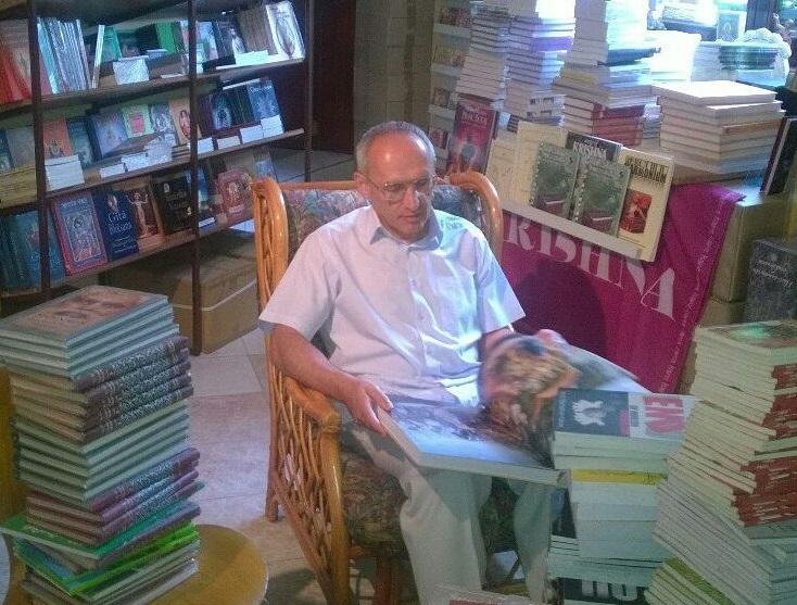 Олег Торсунов посетил книжный магазин в Радхадеше
