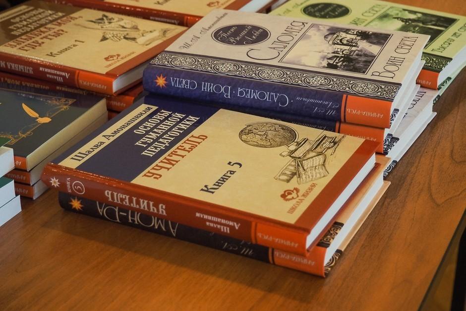 В интернет-магазине Ecoveda появились книги о гуманной педагогике и аюрведе