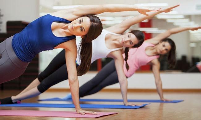 В онлайн-йоге появились женские практики и йога Айенгара