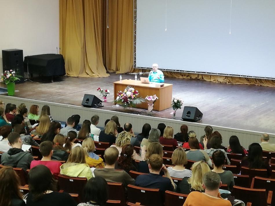 Сегодня завершается семинар Олега Торсунова в Барнауле